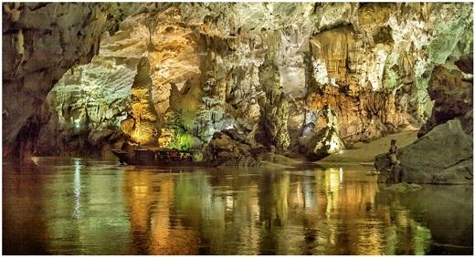 Được UNESCO công nhận là Di sản thiên nhiên thế giới theo tiêu chí địa chất, địa mạo năm 2003, và lạiđược tổ chức nàycông nhận lần 2 vào năm 2015với tiêu chí đa dạng sinh học, sinh thái, động Phong Nha – Kẻ Bàng nhiều lần vinh dự xuất hiện trên các tạp chí, trang du lịch nổi tiếng thế giới. (Nguồn: Internet)