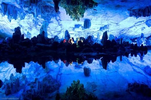 Trong suốt hơn 1200 năm qua, hang động đá vôi tự nhiên này là điểm thu hút du lịch trọng yếu của tỉnh Quế Lâm.(Nguồn: Internet)
