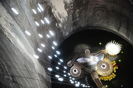 Là một trong những mỏ muối quan trọng của Transylvania, Salina Turda đã được khám phá từ thời cổ đại và đưa vào hoạt động khai thác mỏ dưới lòng đất vào thời La Mã.(Nguồn: Internet)