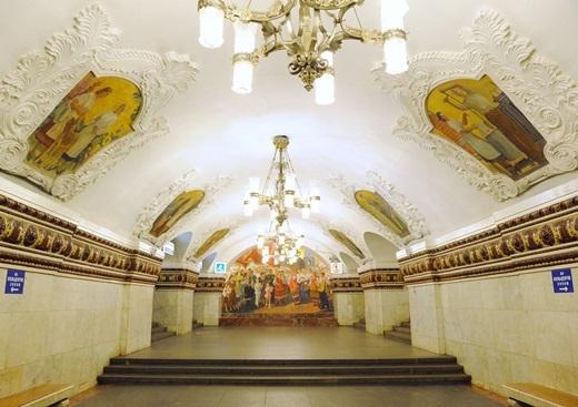 Tàu điện ngầm Moscow là hệ thống đường sắt dưới lòng đất đầu tiên của Liên Bang Xô Viết.(Nguồn: Internet)