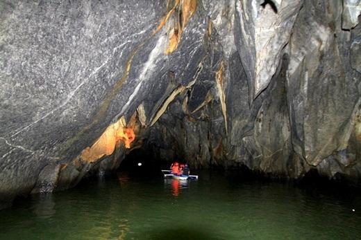 Đến với vườn quốc gia này, du khách sẽ có cơ hội thả thuyền trôi theo dòng nước của một con sông hoàn toàn khép kín.(Nguồn: Internet)