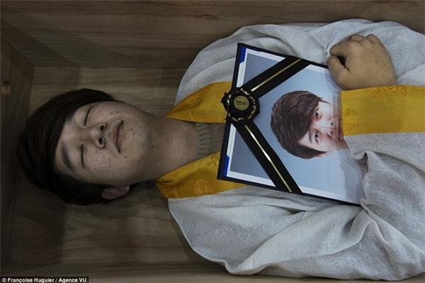 Kì lạ lớp học chết dành cho thanh niên Hàn Quốc