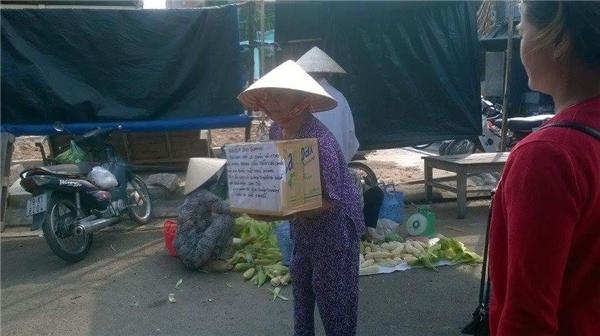 Xót xa cảnh mẹ già còng lưng xin tiền chữa bệnh cho con rể