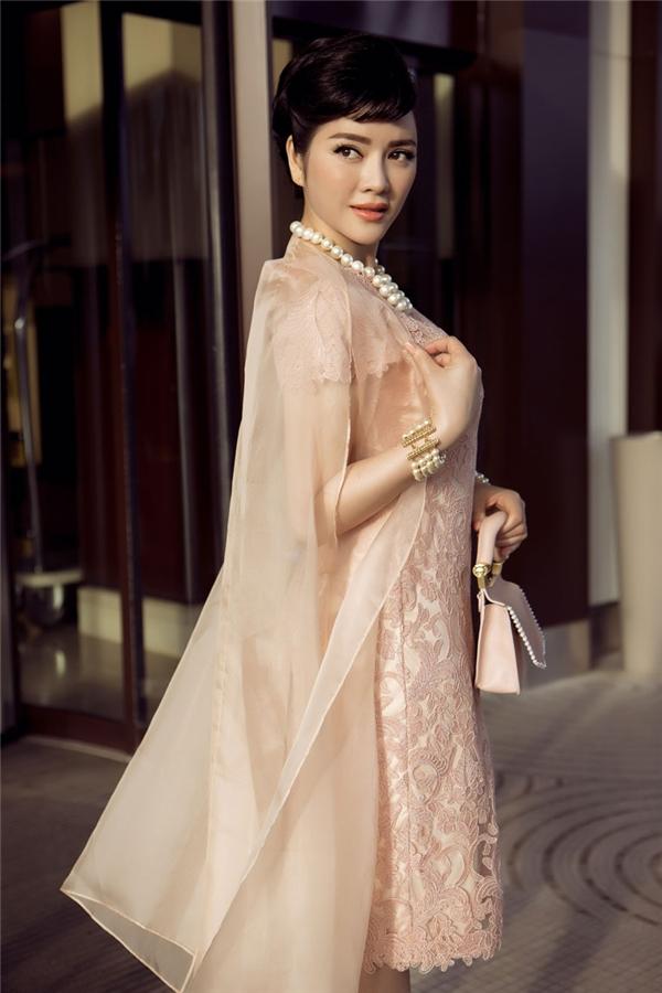10 trang phục cổ điển đẹp ngất ngây của Lý Nhã Kỳ