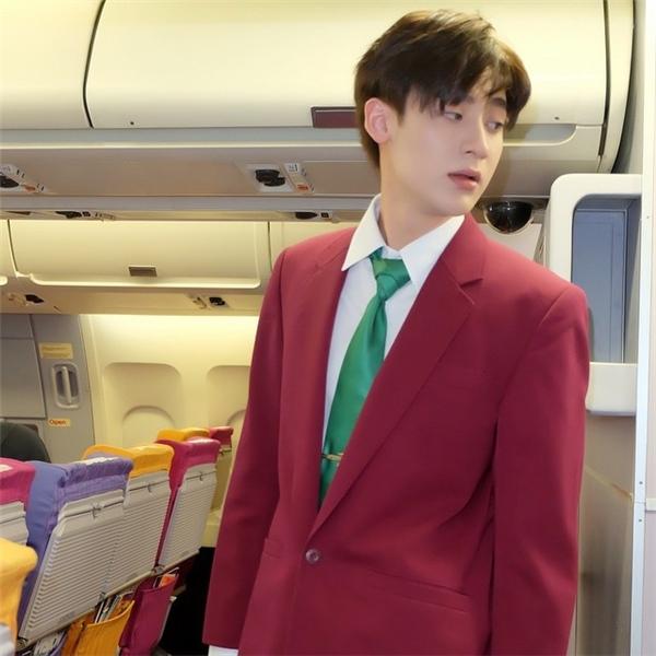 Đứng hình trước chàng tiếp viên hàng không đẹp tựa thần tiên