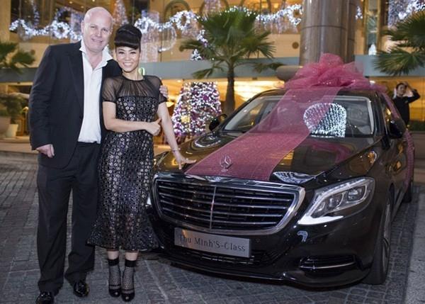Chồng Tây đã tặng xế hộp trị giá 7 tỉ đồng cho nữ ca sĩ Thu Minh nhân dịp Giáng Sinh. - Tin sao Viet - Tin tuc sao Viet - Scandal sao Viet - Tin tuc cua Sao - Tin cua Sao