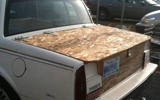 Một chút chấm phá từ gỗ sẽ làm cho chiếc xe của bạn thêm phần cổ xưa.(Ảnh: Innamag)