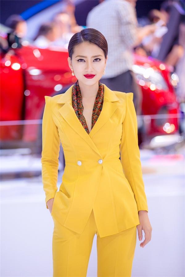 """Ngọc Lanđẹp không tì vết cùng phong cách thời trang tinh tế, tao nhã khiến bao ánh mắt phải """"ngẩn ngơ"""". - Tin sao Viet - Tin tuc sao Viet - Scandal sao Viet - Tin tuc cua Sao - Tin cua Sao"""