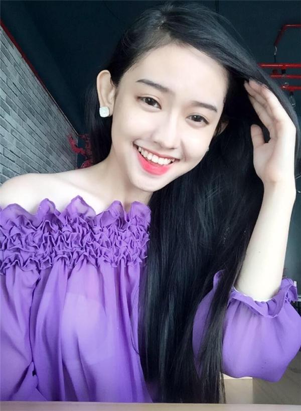 Thúy Vi gây chú ý với ngoại hình xinh xắn cùng nụ cười tươi. Trong chia sẻ mới nhất, cô không ngần ngại thẳng thắn tiết lộ mình đã phẫu thuật thẩm mĩ để trở nên xinh đẹp hơn.