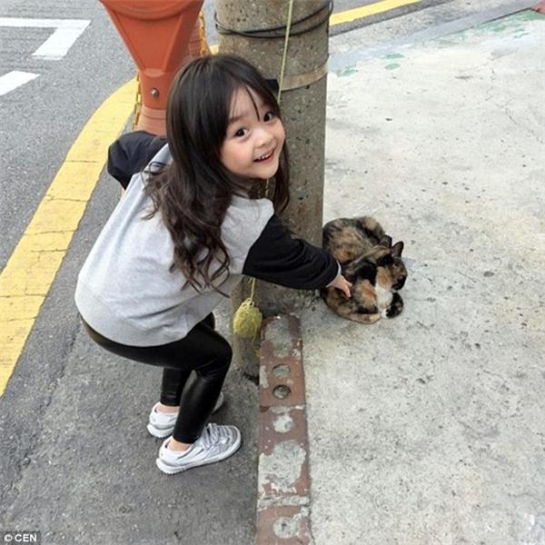 Ngôi sao nhí xinh đẹp làm chao đảo mạng xã hội châu Á