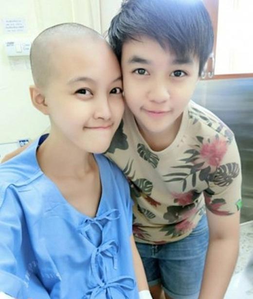 Tuy vậy, cô vẫn luôn có bạn trai bên cạnh chăm sóc và giúp đỡ vượt qua những đau đớn bệnh tật. (Nguồn: Internet)