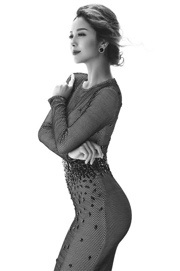 Jennifer Phạm đẹp hút hồn trong loạt ảnh trắng đen
