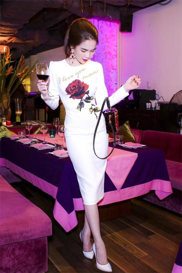 Ngọc Trinh cũng không hề bó buộc bản thân trong bất kì dáng váy hay kiểu trang phục nào.