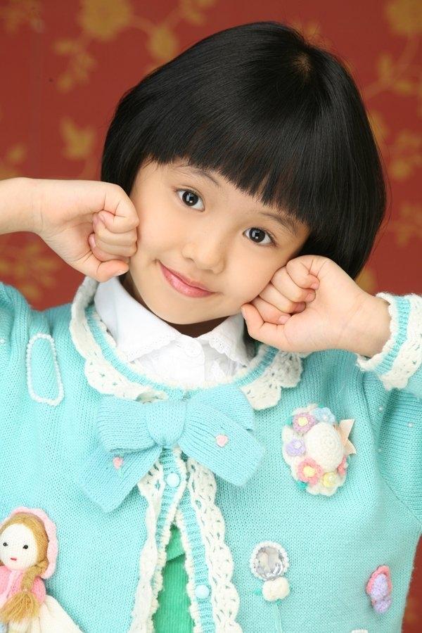 Kim So Hyun ra mắt khán giả màn ảnh nhỏ bằngbộ phim Happy Woman khi vừa tròn 9 tuổi.