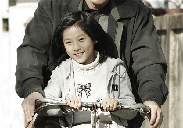 Tuy nhiên, vai diễn trong The Man From Nowhere bên cạnh Won Bin mới thực sự đưa tên tuổi Kim Sae Ron đến gần với khán giả hơn.