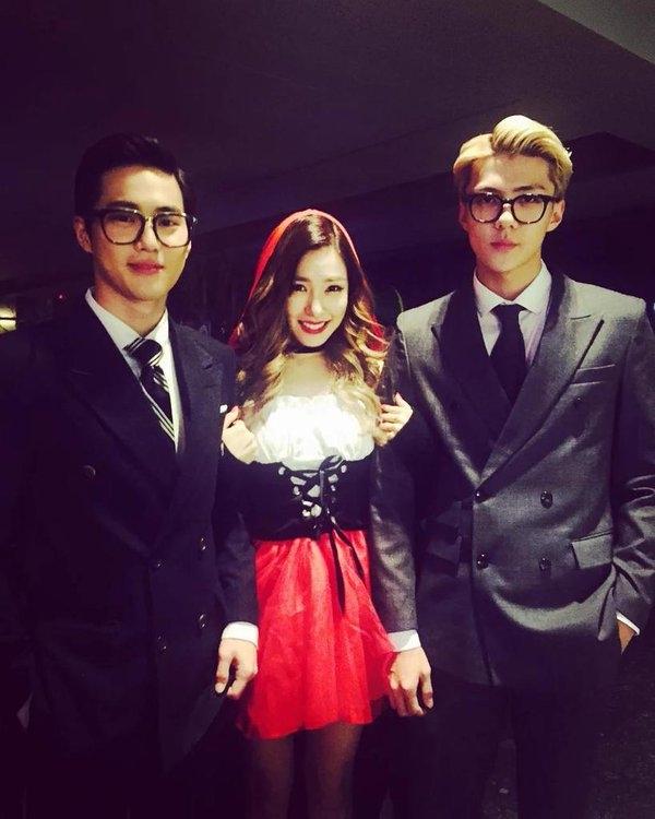 """Hai thành viên của EXO, Suho và Sehun cực điển trai trở thành Manners Maketh Man trong phim Kingsman """"làm mưa làm gió"""" thời gian qua."""