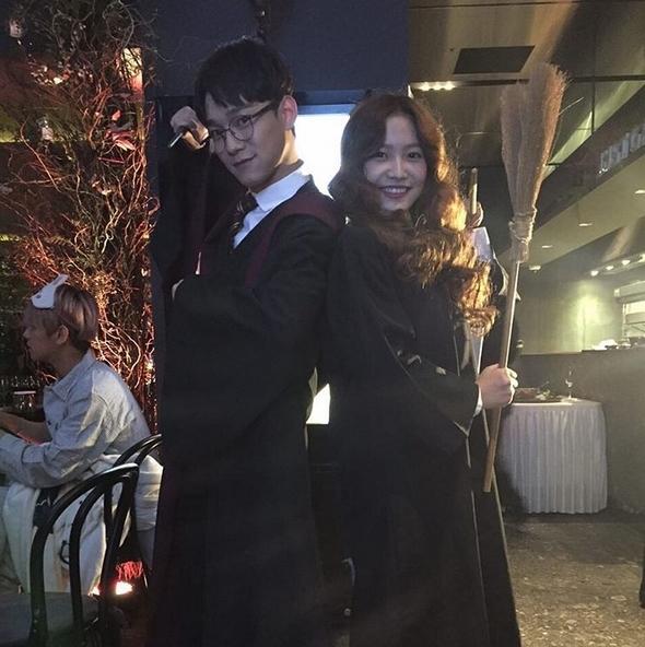 """""""Nàng Hermione"""" Yeri đã tìm được cậu bạn Harry Potter tại bữa tiệc do Chen (EXO) hóa thân thành."""