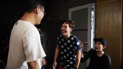 Chi Pu, Gil Lê và Phở cực nhắng trong hậu trường phim 'Yêu'