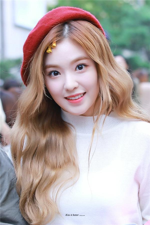 """Không hổ danh là gà nhà SM, Irenethời điểm mới ra mắt với vai trò trưởng nhóm Red Velvet đã sớm """"đốn tim"""" hàng loạt các fan. Hình tượng trong sáng, ngây thơ của cô đã gây ấn tượng từ khi còn là thực tập sinh của dự án SM Rookies."""