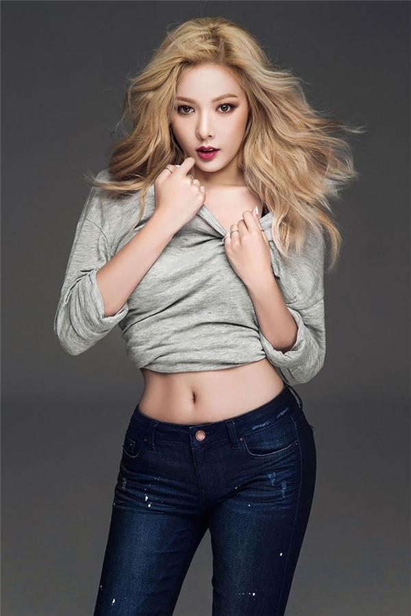 """Với thân hình quyến rũ cùng hình tượng nóng bỏng đang theo đuổi, HyunAdễ dàng chinh phục trái tim của đông đảo các fan.Cô nànglà một trong những ứng cử viên sáng giá cho danh hiệu """"nữ hoàng quyến rũ của Kpop"""" thay thế đàn chị Lee Hyori trong thời gian sắp tới."""