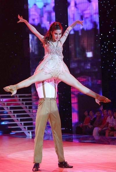 Cô quyến rũ mọi người bằng những vũ điệu chuyên nghiệp. - Tin sao Viet - Tin tuc sao Viet - Scandal sao Viet - Tin tuc cua Sao - Tin cua Sao