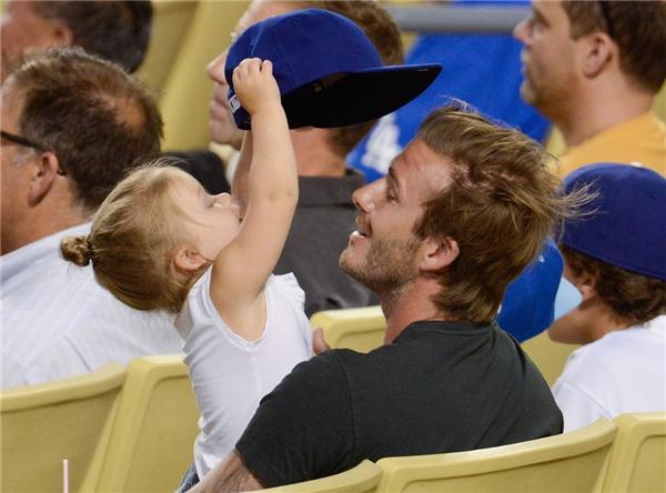 Từ lâu David Beckham đã nổi tiếng là ông bố rất tâm lí và hết lòng vì các con, đặc biệt là cô con gái út Harper. (Ảnh:Internet)