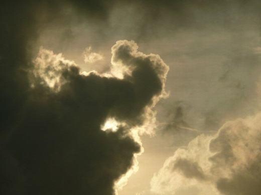 Voi khổng lồ xuất hiện trên bầu trời. (Ảnh: Internet)