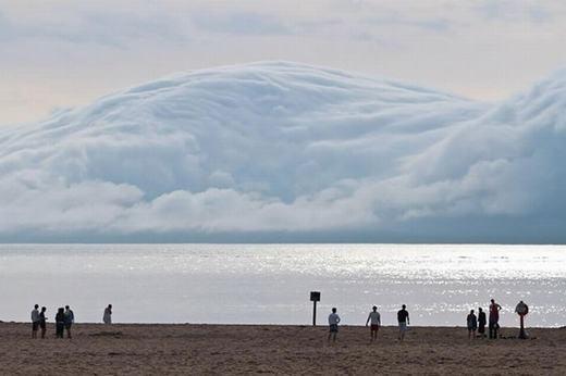 Mây ôm toàn bộ núi không phải khi nào cũng có. (Ảnh: Internet)