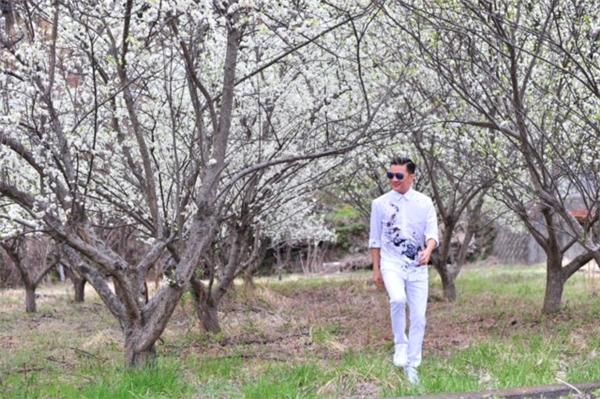 Đàm Vĩnh Hưng diện trang phục tông xuyệt tông với màu hoa anh đào ở Nhật. - Tin sao Viet - Tin tuc sao Viet - Scandal sao Viet - Tin tuc cua Sao - Tin cua Sao