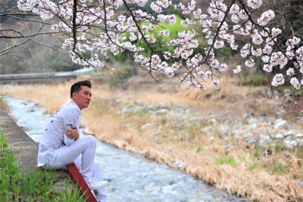 Đàm Vĩnh Hưng cô đơn du ngoạn trên đất Nhật - Tin sao Viet - Tin tuc sao Viet - Scandal sao Viet - Tin tuc cua Sao - Tin cua Sao