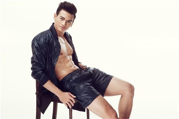 Qua hơn ba tháng Nam tiến cùng sự chỉ dẫn của nhà thiết kế gốc Hà thành, Lê Xuân Tiền đã đạt được những thành công đầu tiên khi xuất hiện trênsàn diễn lớn cũng như các tạp chí thời trang danh tiếng.