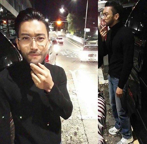 """Lợi dụng bộ râu sẵn có, Siwon (Super Junior) hóa thân thành Steve Jobs – cha đẻ của thương hiệu điện thoại """"trái táo khuyết""""."""