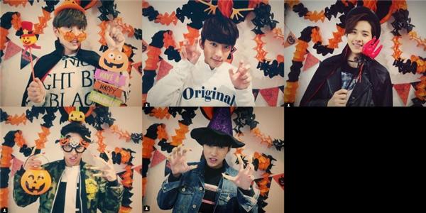 Các chàng trai B1A4 đáng yêu trong trang phục lễ hội hóa trang.