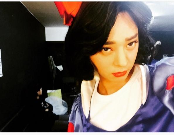 Jung Joon Young khiến các fan cười một phen no bụng khi hóa thân thành nàng Bạch Tuyết phiên bản lỗi.