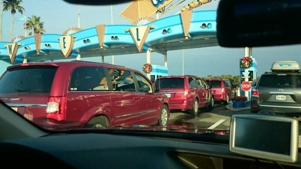 Có lẽ những người này rủ nhau mua xe cùng lúc chăng? (Ảnh: Internet)