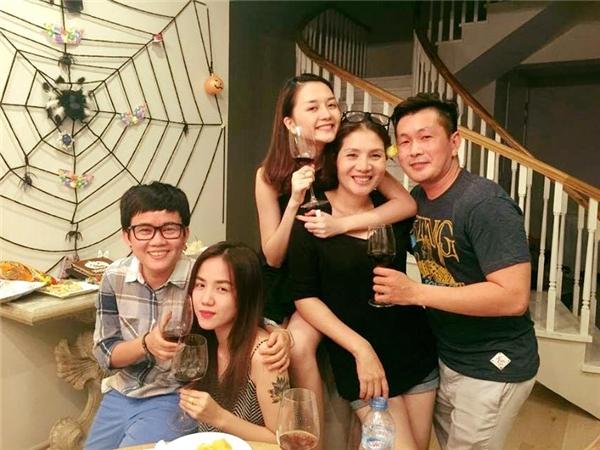 Phương Ly - em gái Phương Linh-cũng có mặt trong bữa tiệc. - Tin sao Viet - Tin tuc sao Viet - Scandal sao Viet - Tin tuc cua Sao - Tin cua Sao