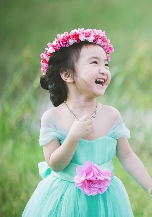 """Nụ cười trong veo của Hana đang khiến cộng đồng mạng """"tan chảy"""". (Ảnh: Internet)"""
