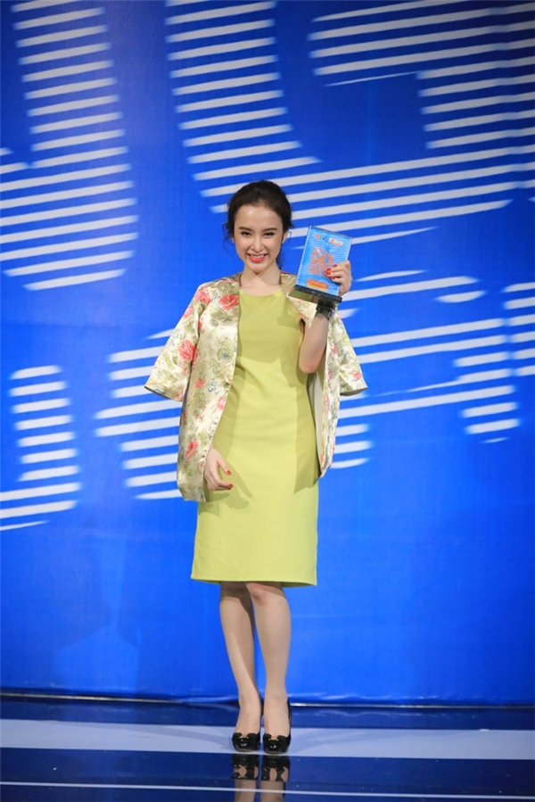 Bị chê ăn mặc hở hang, Angela Phương Trinh được Trấn Thành quấn mền - Tin sao Viet - Tin tuc sao Viet - Scandal sao Viet - Tin tuc cua Sao - Tin cua Sao