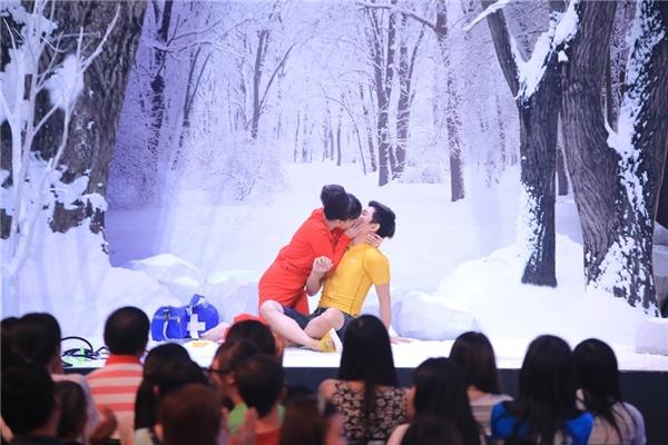 """Will (365) và Việt Hương liên tục """"cưỡng hôn"""" trên sân khấu. - Tin sao Viet - Tin tuc sao Viet - Scandal sao Viet - Tin tuc cua Sao - Tin cua Sao"""