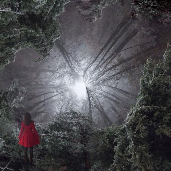 Cô gái đầm đỏ cũng là một nhân vật thường xuất hiện trong loạt ảnh nghệ thuật này.
