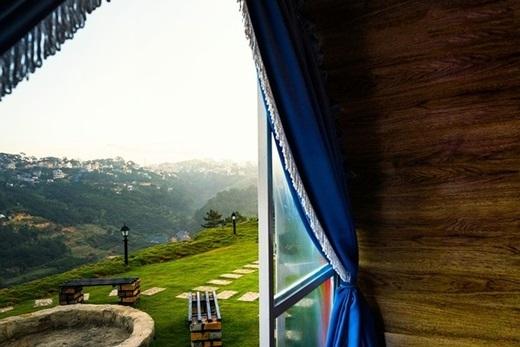 Từ phòng ống trông ra, núi đồi Đà Lạt như chỉ cách ta một cái với tay.(Ảnh: Internet)