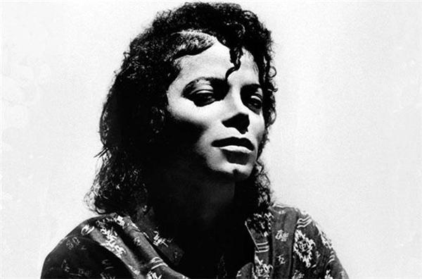 Huyền thoại âm nhạcMichael Jacksonbị coi là một kẻ lập dị.