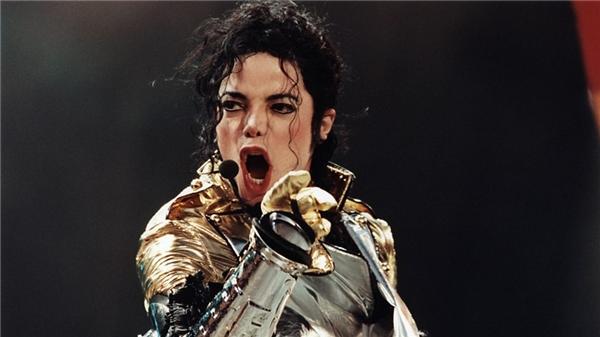 """Tuy nhiên, những đóng góp tích cực của """"Ôngvua nhạc Pop"""" đối với xã hội cũng như cống hiến về âm nhạc khiến người yêu nhạc toàn thế giới phải nghiêng mình."""