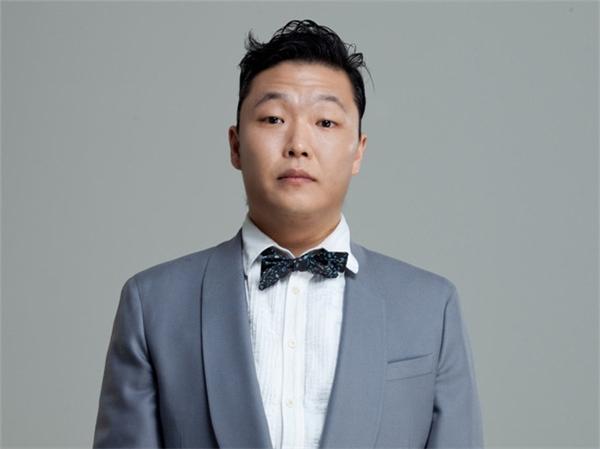 """Điệu nhảy ngựa """"thần thánh"""" trong MV Gangnam Style làm """"chao đảo"""" thế giới, đưa tên tuổi PSY đến với công chúng toàn cầu. Thếnhưng những chia sẻ về PSY cho thấy anh cũng là kẻ lập dị không kém nhiều tên tuổi nổi bật khác."""