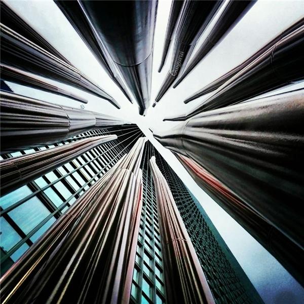 Những tòa nhà cao tầng ở thành phố Toronto, Canada như một bẫy chông sắc nhọn khổng lồ.(Ảnh: Guigurui)