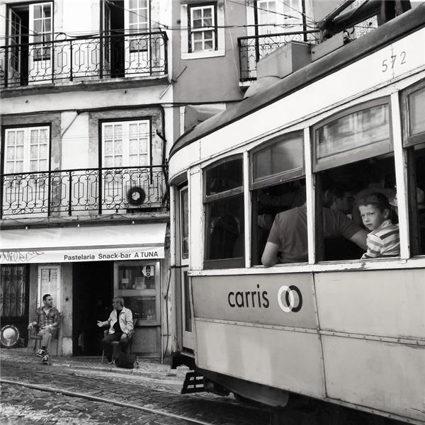 Cuộc sống thường nhật ở thành phố Lisbon thật êm ả. (Ảnh: Guigurui)