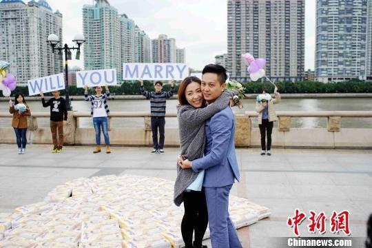 """""""Tôi muốn nói với cô ấy, tôi muốn cho cô ấy một gia đình"""", anh Phong chia sẻ. (Ảnh: Chinanews)"""