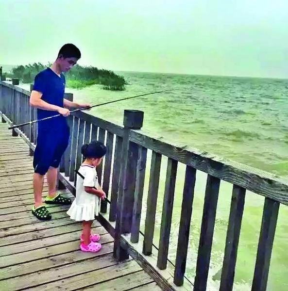 Rất nhiều hoạt động thú vị trong chuyến khám phá thế giới của hai bố con. (Nguồn: Internet)