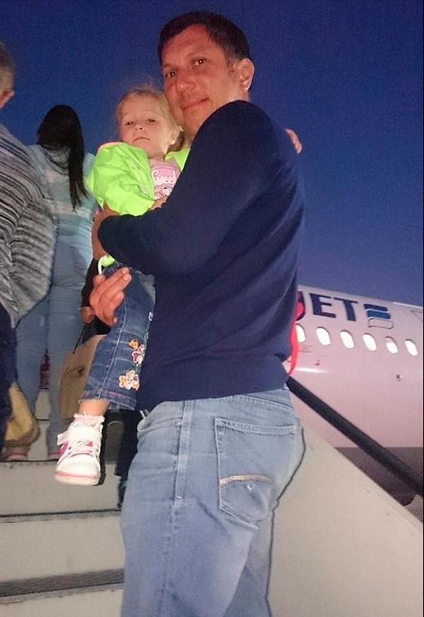 Các hành khách nhỏ tuổi trên chuyến bay từ Ai Cập về Nga. (Nguồn: Internet)
