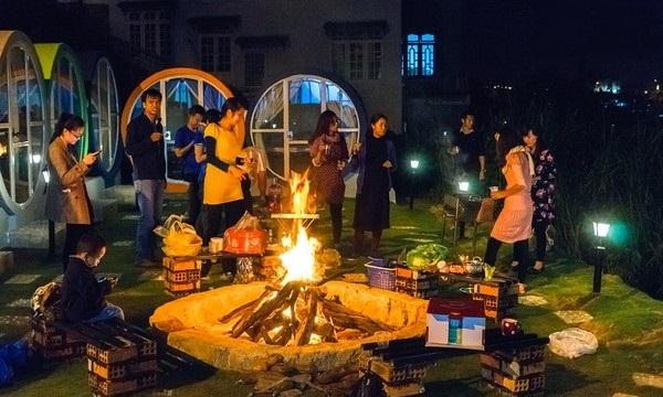 Đêm lửa trại ấm áp ở Circle Hostel.(Ảnh: Internet)